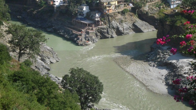 Devprayag Sangam - on the right is Alaknanda and on the left is Bhagirathi